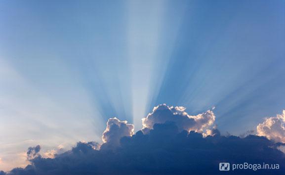 Небо, сонце виходить з-за хмар